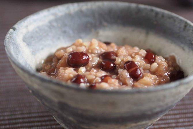 1月15日は小正月。小豆粥を食べる意味とは?
