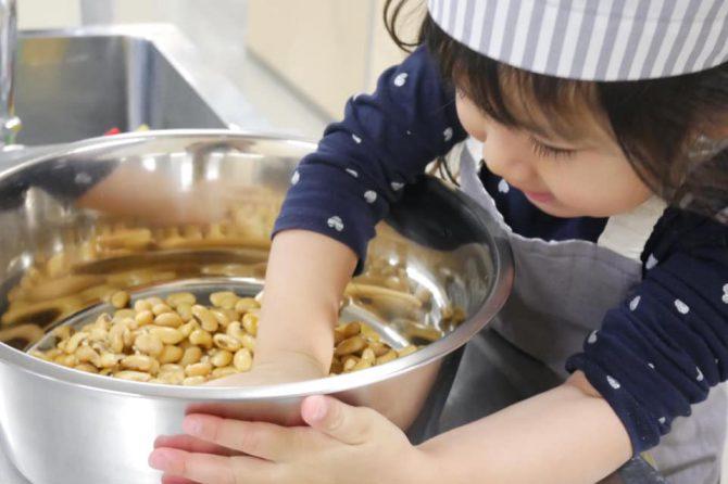 親子で味噌を仕込もう!~未来の台所力育成講座〜幼児クラスレポート
