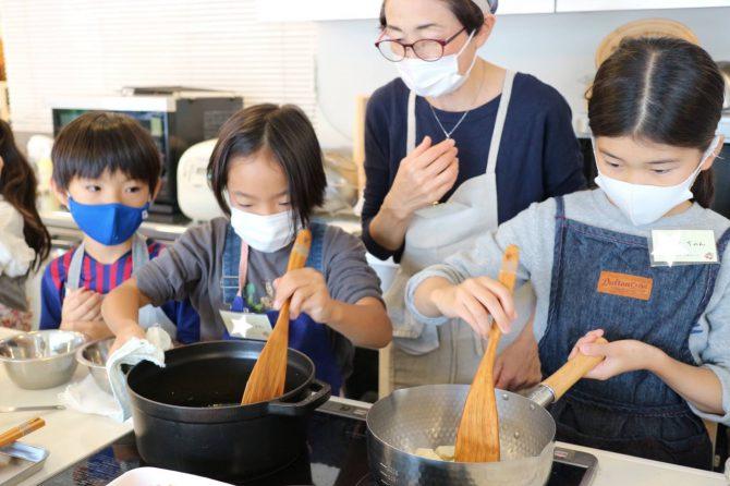 しっかり味見!おいしくできたよ♪~「未来の台所力育成!子ども料理教室~小学生クラス」開催レポート